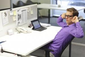 Schreibtisch der Zukunft: Arbeitest du noch oder nimmst du schon ab?